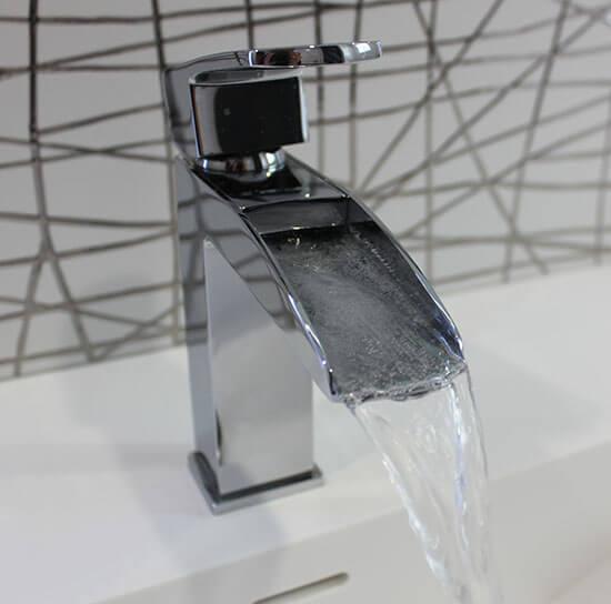 Meuble double vasque et coiffeuse sur mesure en noir et for Mitigeur noir salle de bain