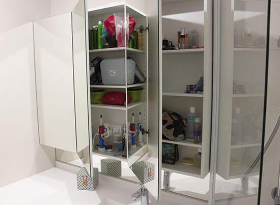 Comment installer un lave linge dans une salle de bain de - Armoire de toilette avec prise de courant ...