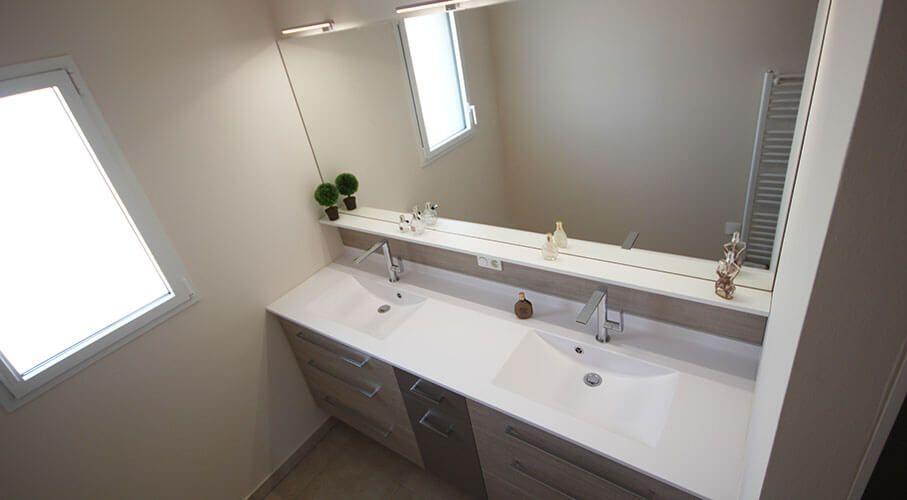 Un grand meuble double vasques fonctionnel et entre murs - Grand meuble salle de bain ...