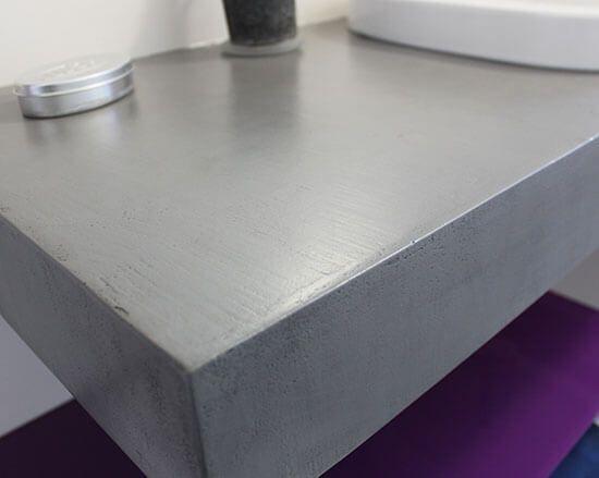 un meuble suspendu moderne en gris b ton et violet atlantic bain. Black Bedroom Furniture Sets. Home Design Ideas