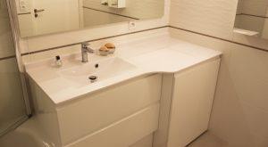 meuble-salle-bain-lave-linge-tiroirs-plan-resine