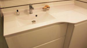 meuble-salle-bain-plan-resine-blanc