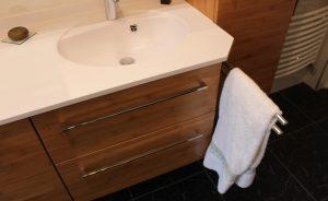 porte-serviette-coullisant-sous-vasque-bambou