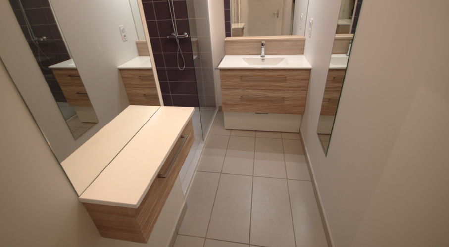Installer une coiffeuse dans sa salle de bain atlantic bain for Coiffeuse de salle de bain