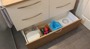 meuble-salle-bain-avec-toiroir-socle-bois