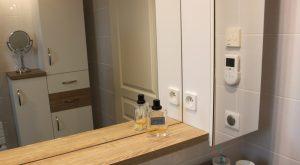 une salle de bain familiale tendance scandinave. Black Bedroom Furniture Sets. Home Design Ideas