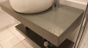 salle-bain-moderne-urbain-gris-cire