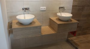 meubles-salle-bains-bois-massif-suspendu