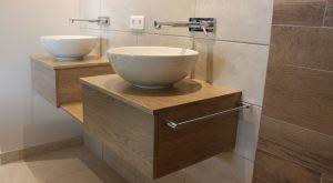 vasques-rondes-robinetterie-murale-bois