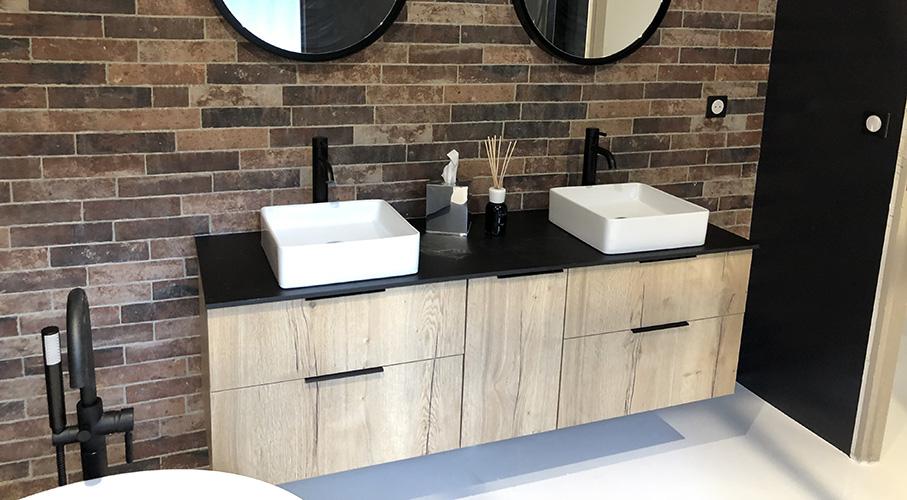 Modèles de salle de bains design verrière métal bois ...