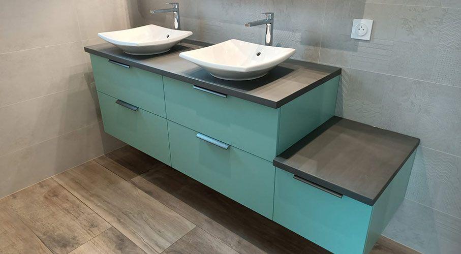 Meuble vert pale turquoise pour salle de bain design
